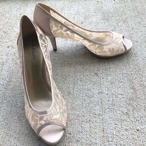 NWOT Nude Lace Heels Kelly & Katie Make an Offer!!